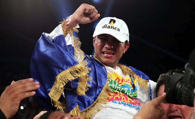 """Sept. 10, 2016 , Los Angeles, Ca. ---   #1 Pound-for-Pound Fighter in the World and WBC Flyweight World Champion Roman """"Chocolatito"""" Gonzalez, wins a 12-round unanimous decision over Carlos Cuadras, to capture the  WBC Super Flyweight World Title, Saturday, September 10 at The Fabulous Forum in Los Angeles.   ---   Photo Credit : Chris Farina -  K2 Promotions"""